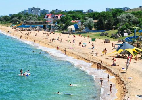 В Щелкино прелестные чистые песчаные пляжи